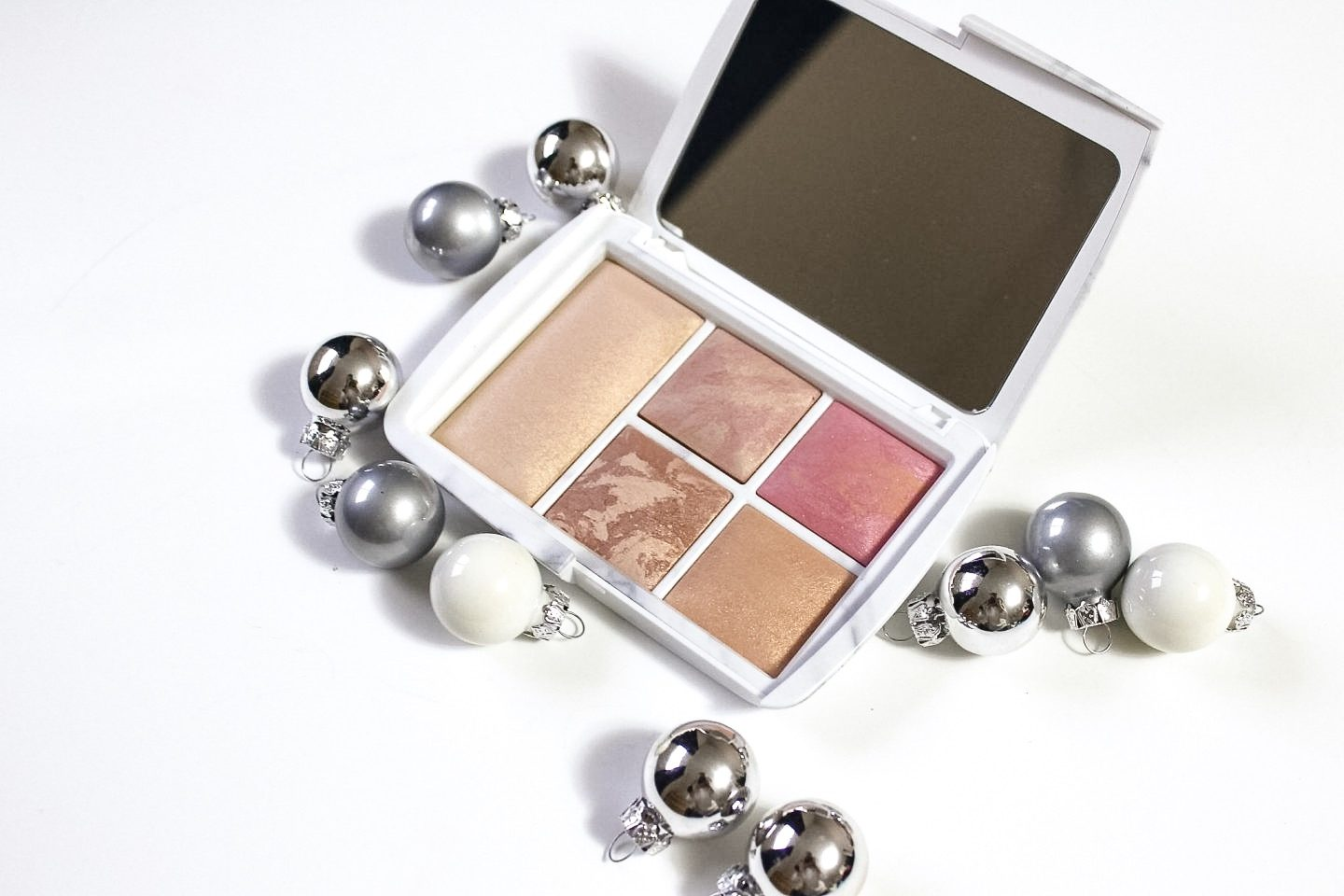 The Hourglass Ambient Lighting Edit-Surreal Light Palette (Blogmas Day 2)